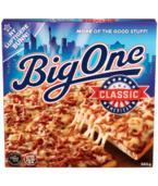 Big One Classic er den opprinnelige Big One-pizzaen. Med en mild osteblanding, fyldig tomatsaus og storefekjøtt, har Big One Classic en smak som alle kan like. Big One Classic er akkurat så saftig og smakfull som en amerikansk pizza skal være!