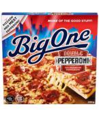 """To typer Pepperoni for dobbel smak! Pepperoni er en klassisk, amerikansk pizzavariant med massevis av god smak. Big One Double Pepperoni har en osteblanding bestående av mozzarella og edamer, en tomatsaus med """"power"""" og frisk ananas."""