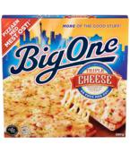 Big One Triple Cheese er toppet med dobbelt så mye ost som de andre Big One-variantene! Som navnet tilsier har den tre ulike oster: Cheddar, Mozzarella og Gran Biraghi Parmesan. Våre kokker har satt sammen oster som gjør dette til en overlegen ostepizza!