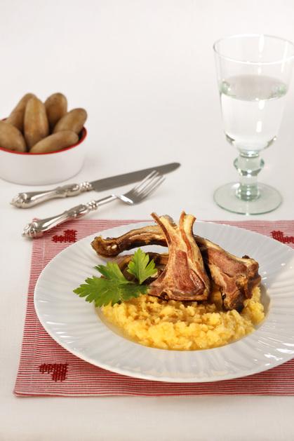 Pinnekjøtt med kålrotstappe og poteter