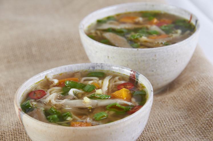 Asiatisk grønnsakssuppe med frisk ingefær og lime