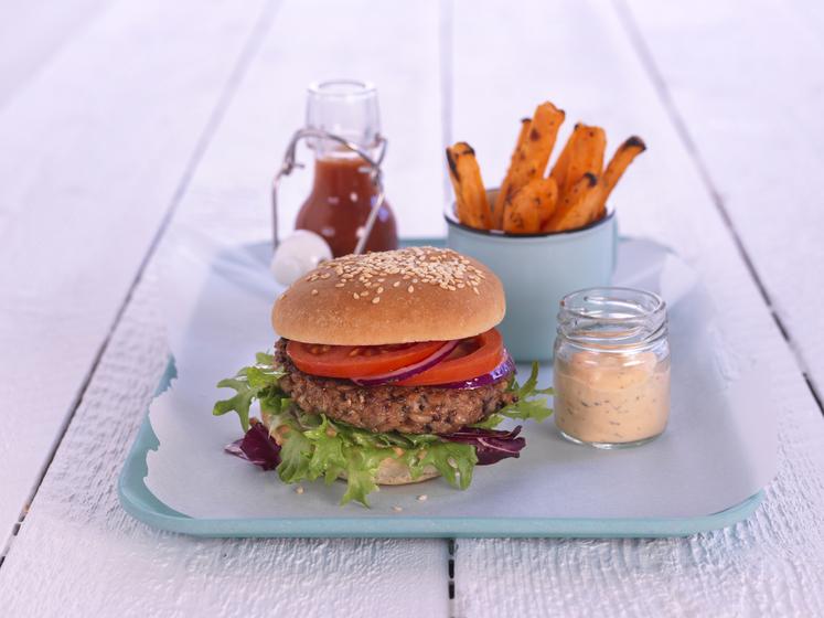 Vegetarburger med søtpotetfries