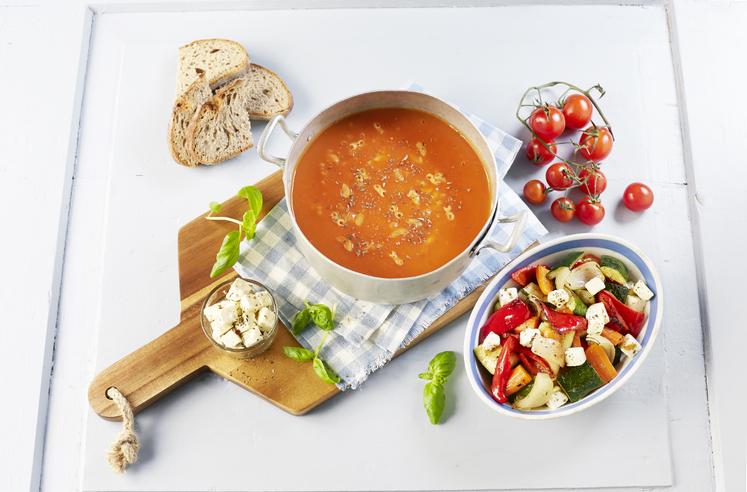 Tomatsuppe med makaroni og grillede grønnsaker