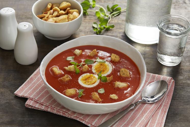 Tomatsuppe med egg og krutonger