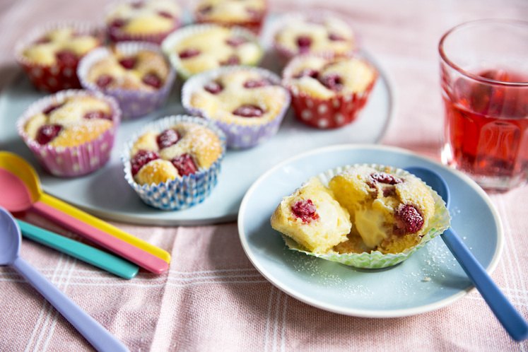 Muffins med vaniljekrem og bringebær