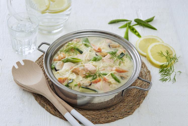 Fiskegryte med havets delikatesser, grønnsaker og pasta
