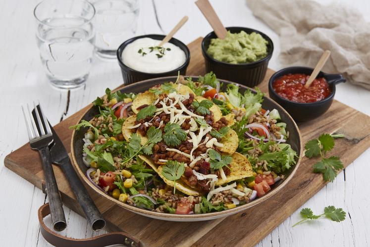 Vegetarisk tacosalat med superris og guacamole