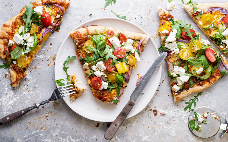 Vegetarpizza med squash, spinat og paprika