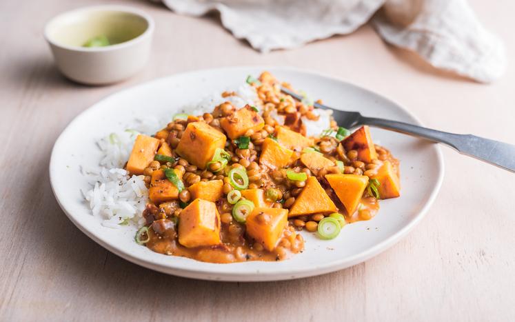 Orientalsk vegetargryte med linser og søtpotet