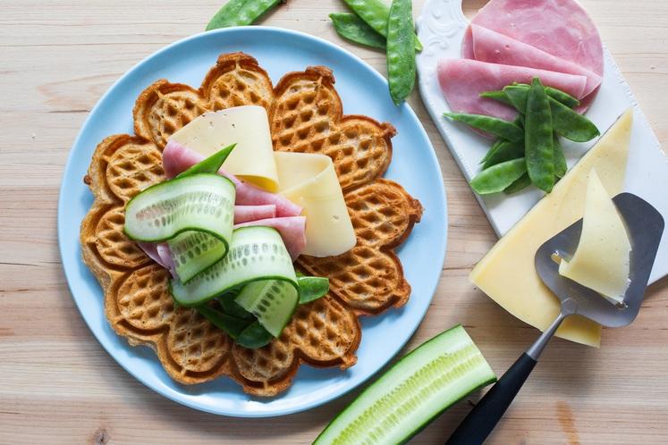 Grove vafler med ost og skinke