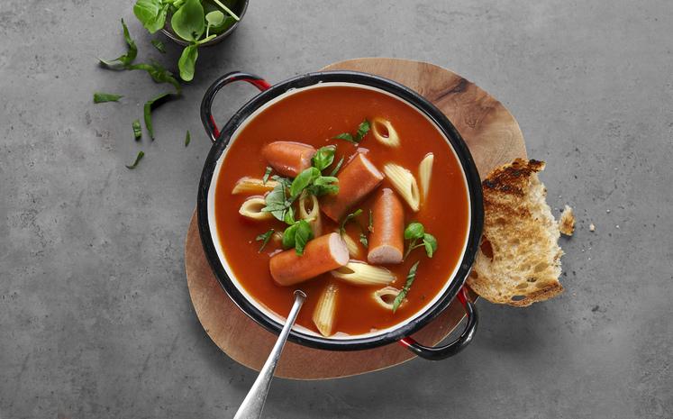 Tomatsuppe med pasta og pølser