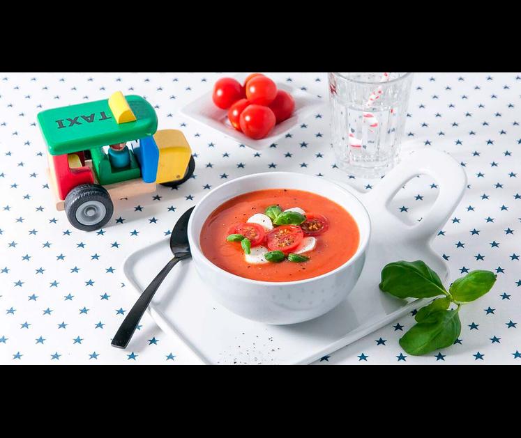 Tomatsuppe med mozzarella, tomat og  basilikum
